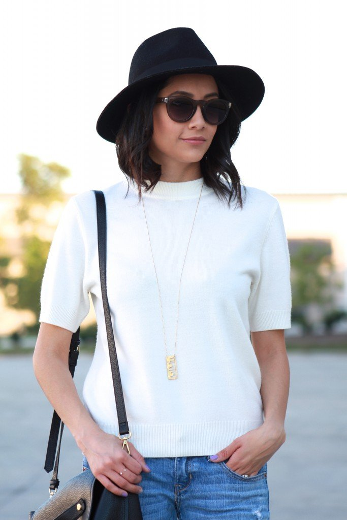 easy fall outfit. Short sleeve sweater and wool fedora