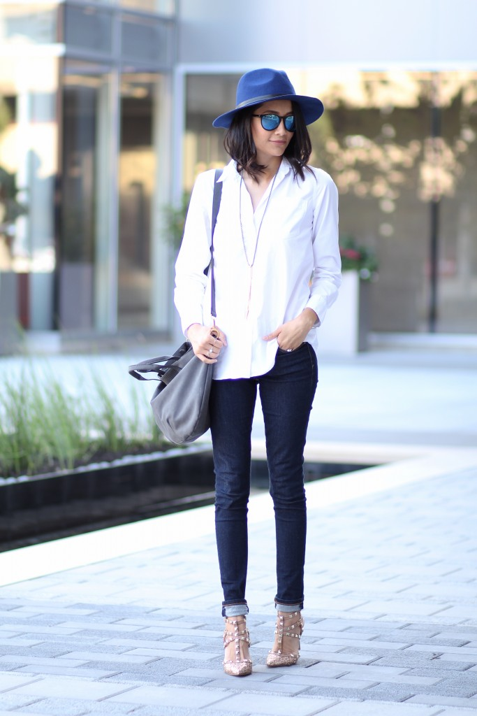 Blue skinny jeans, white button down shirt, blue wool fedora and statement pumps.