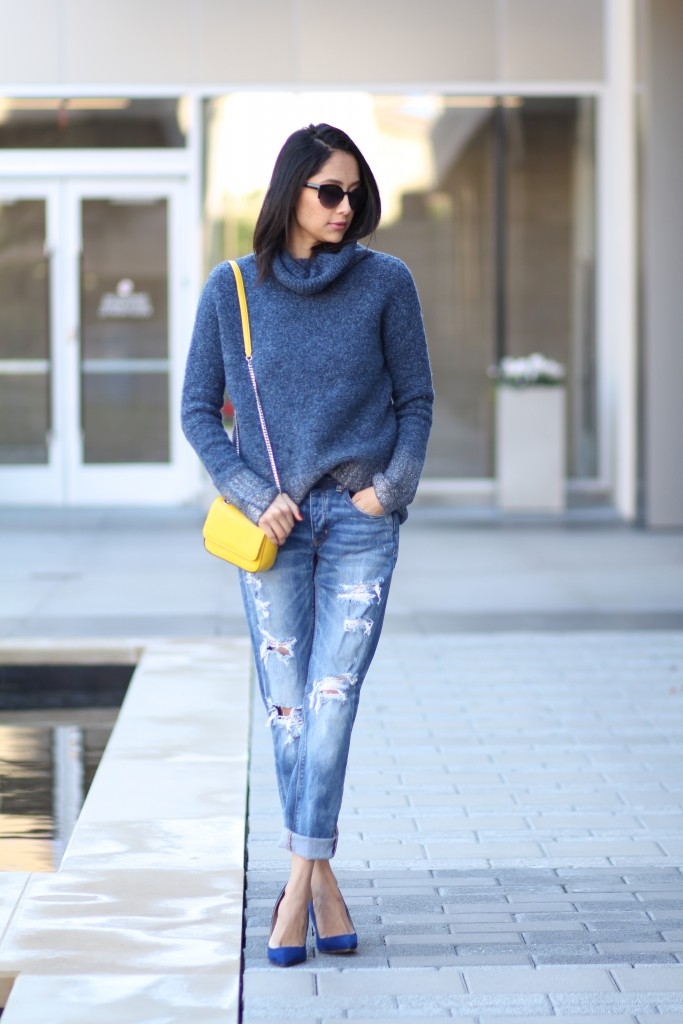 fall outfit- boyfriend jeans, cozy turtleneck & pumps