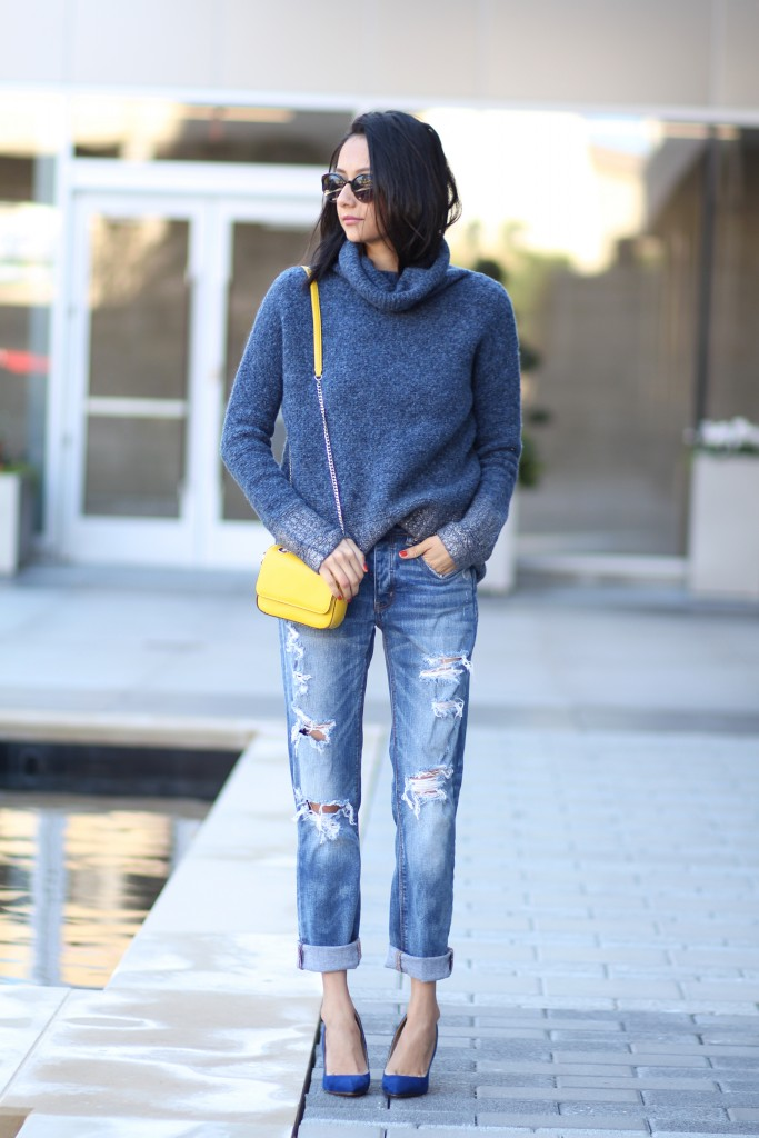 Turtleneck sweater outfit- boyfriend jeans, pumps, and mini crossbobody bag