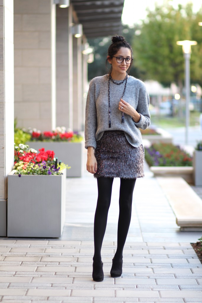 Easy holiday outfit-tinsel skip, oversized sweater, & booties.