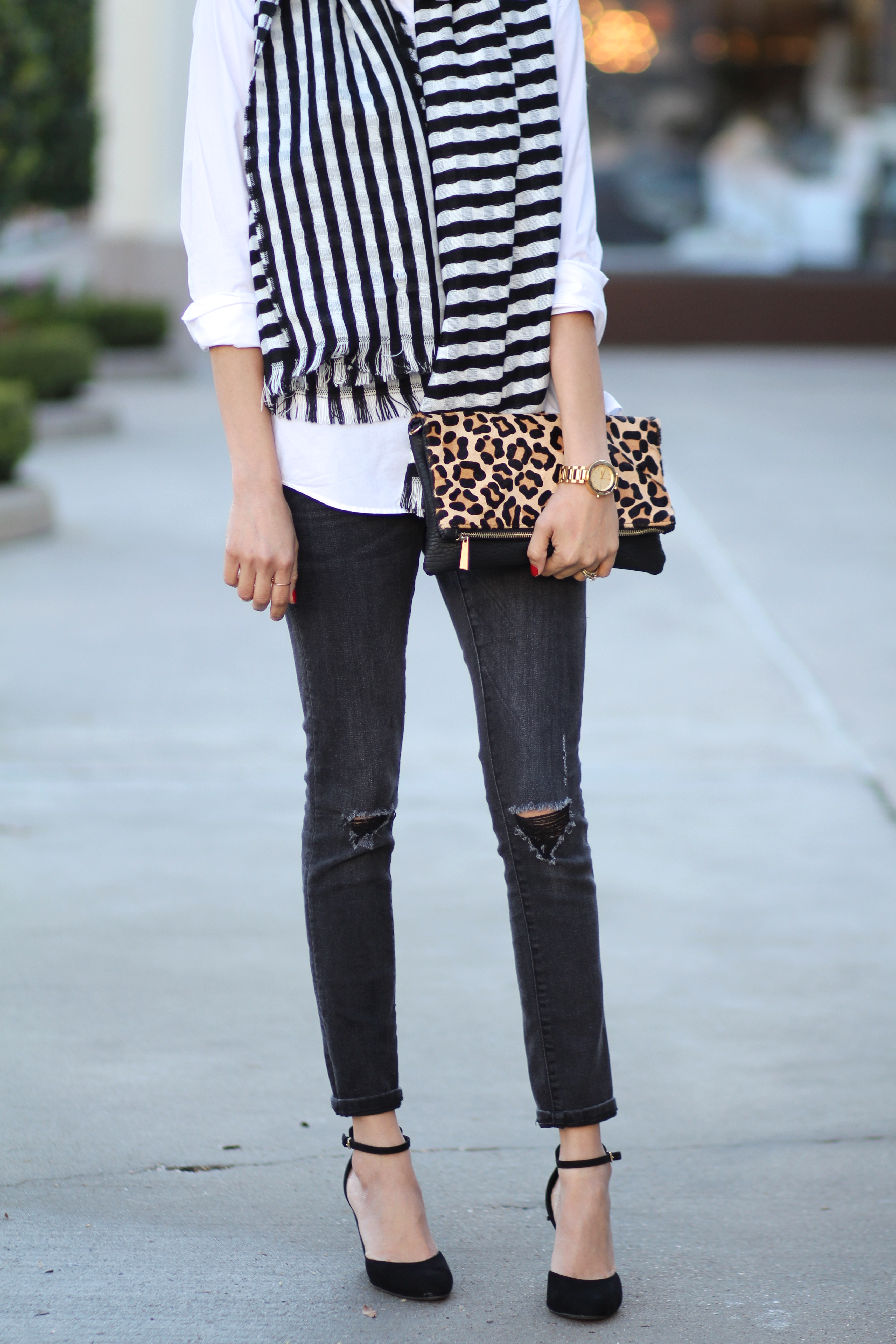Lifestyle blogger Lilly Beltran of Daily Craving wearing black skinny jeans and striped blanket scarf