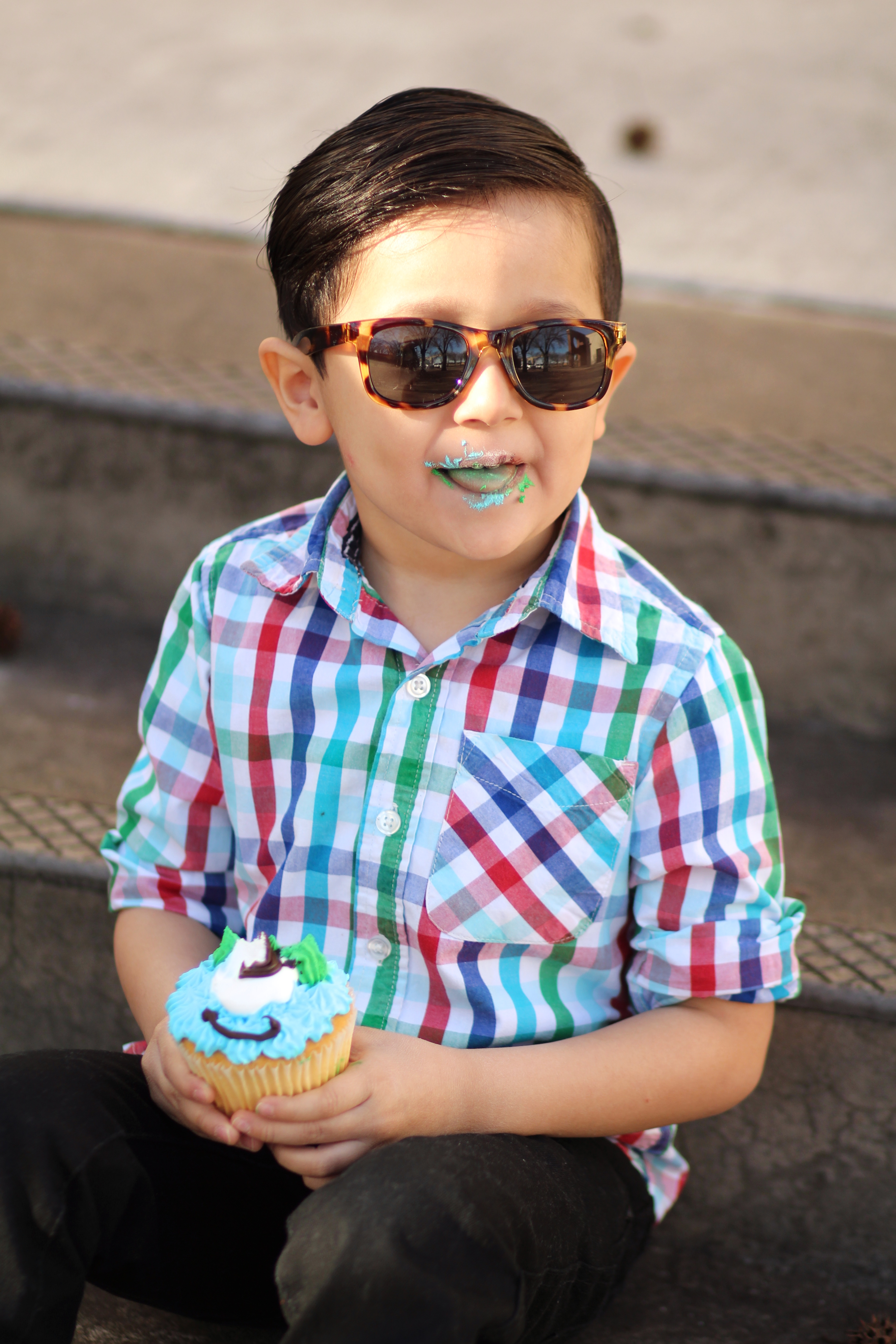 how to dress a little boy for birthday pictures