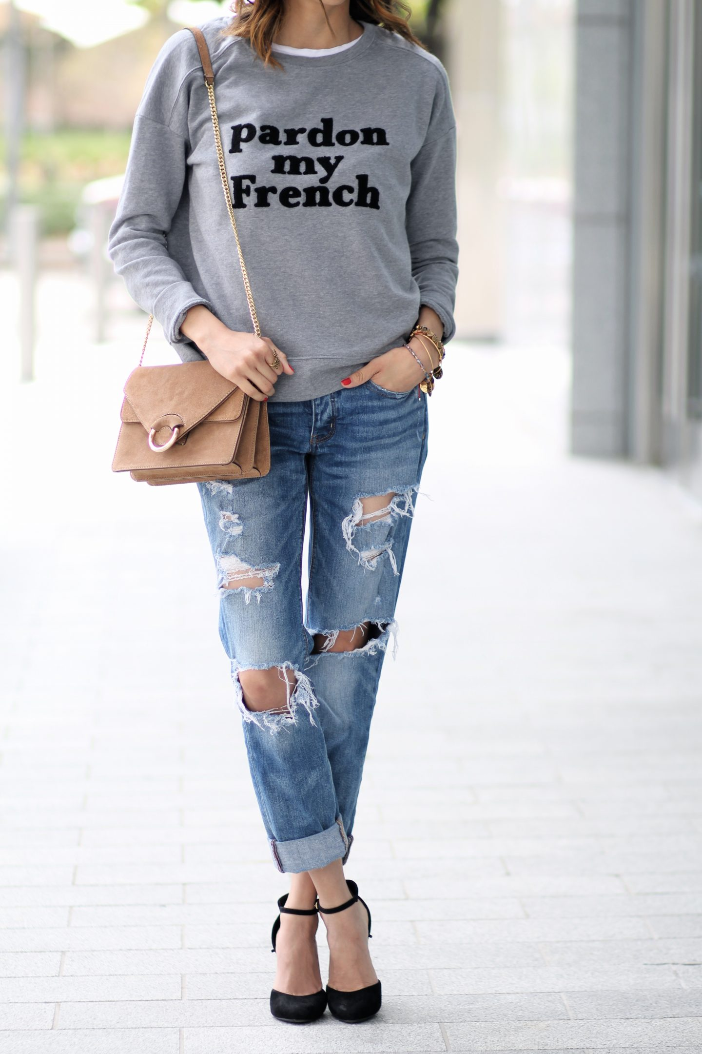 3 Tips for Looking Cool-Girl Chic in A Sweatshirt & Jeans
