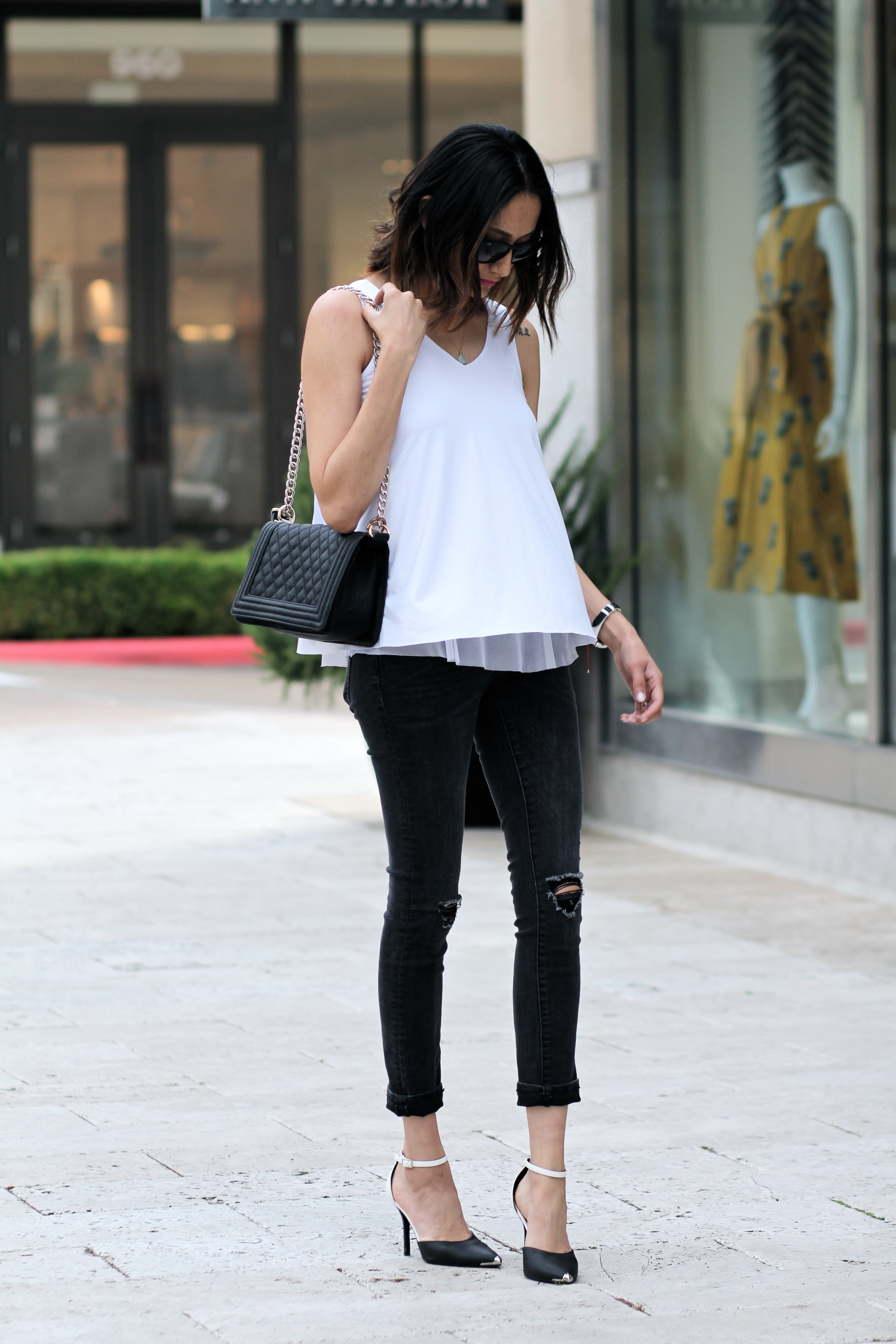 Casual black and white look   Structured quilted bag