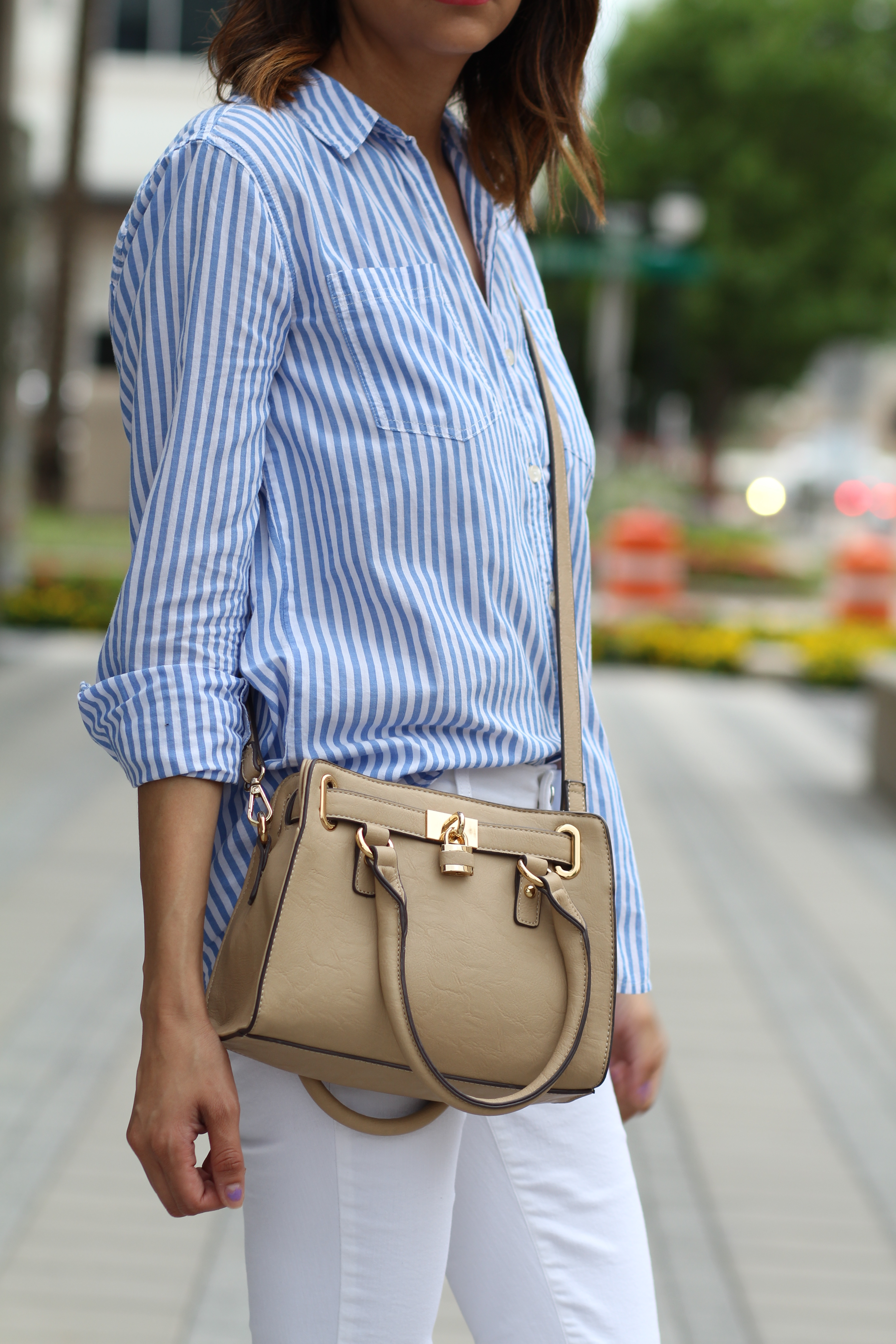 Vertical Stripes | Nude Bag | White Jeans | Summer Outfit Idea