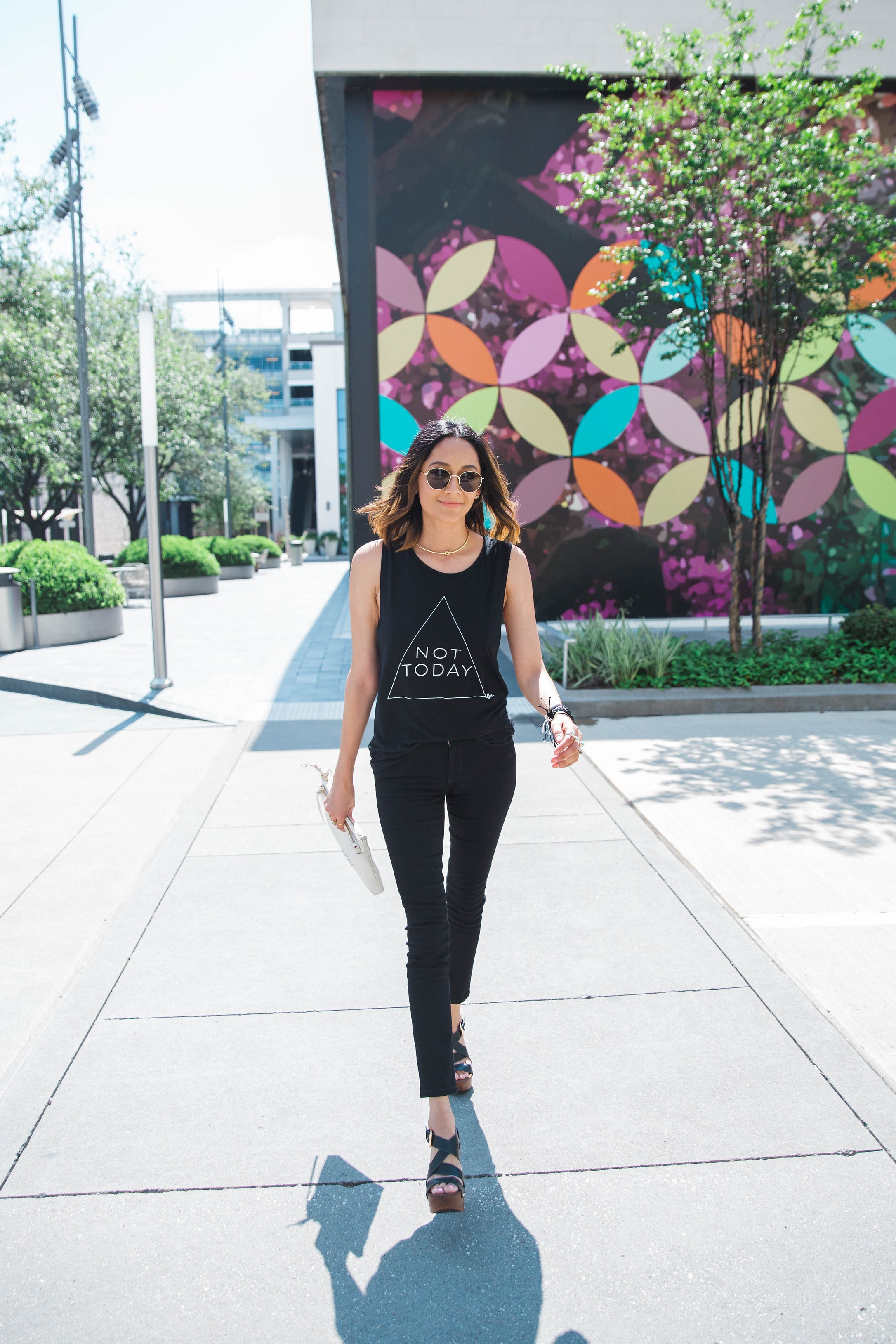 All Black Look | Printed Tee | Black Skinny Jeans | Platform Sandals | Summer Look | Minimal Style