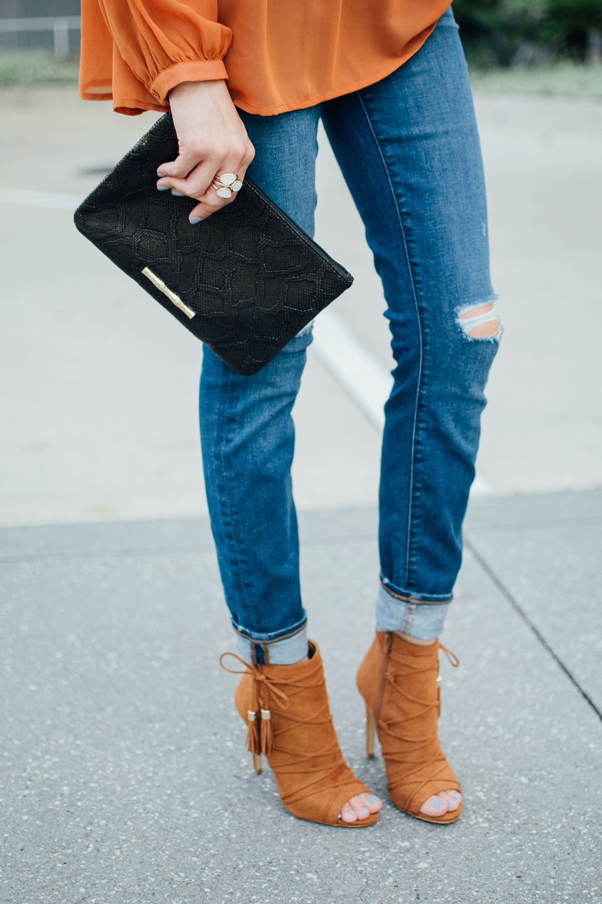 Lilly Beltran of Daily Craving fashion blog wearing skinny distressed denim jeans