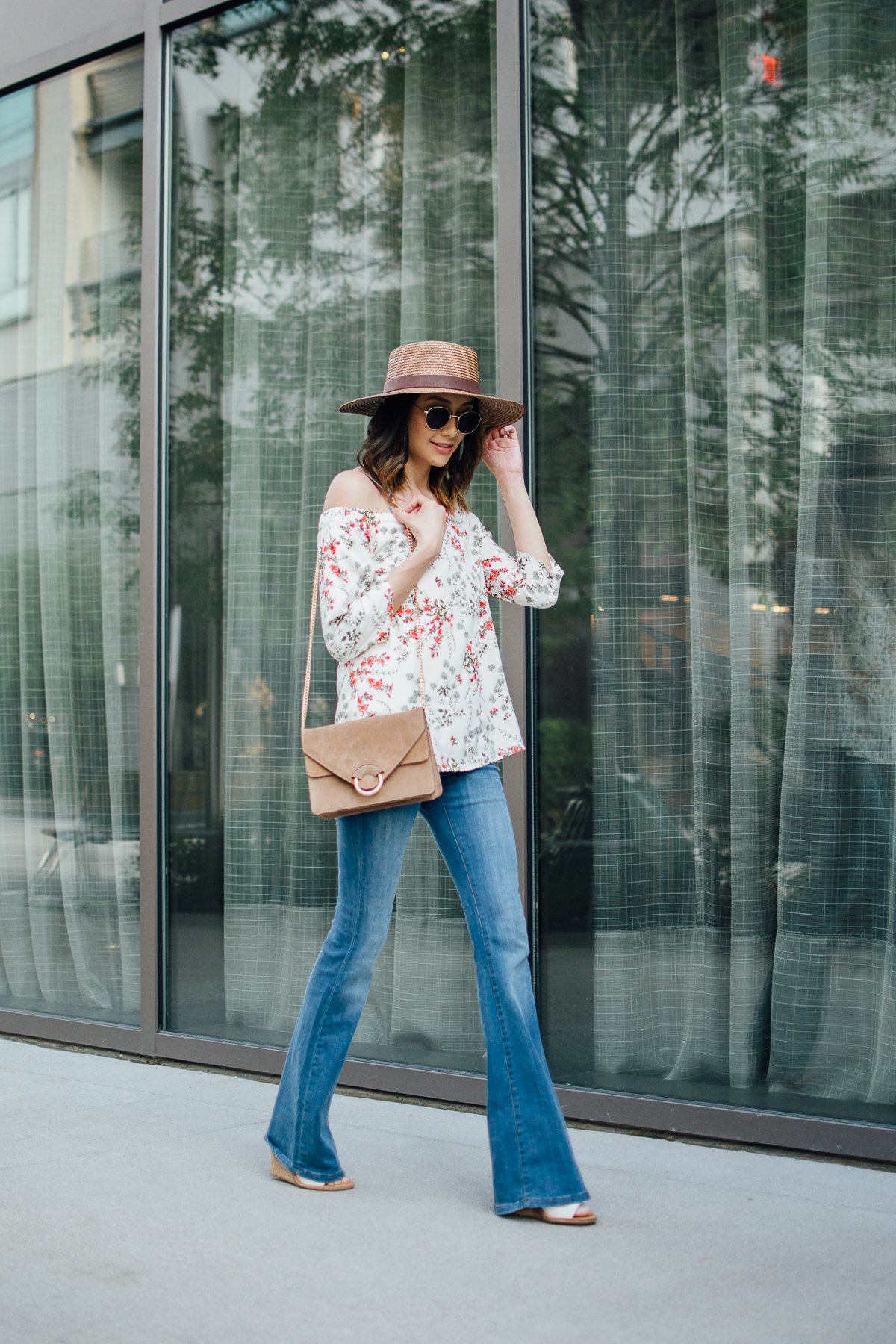 Off-the-shoulder-top outfit