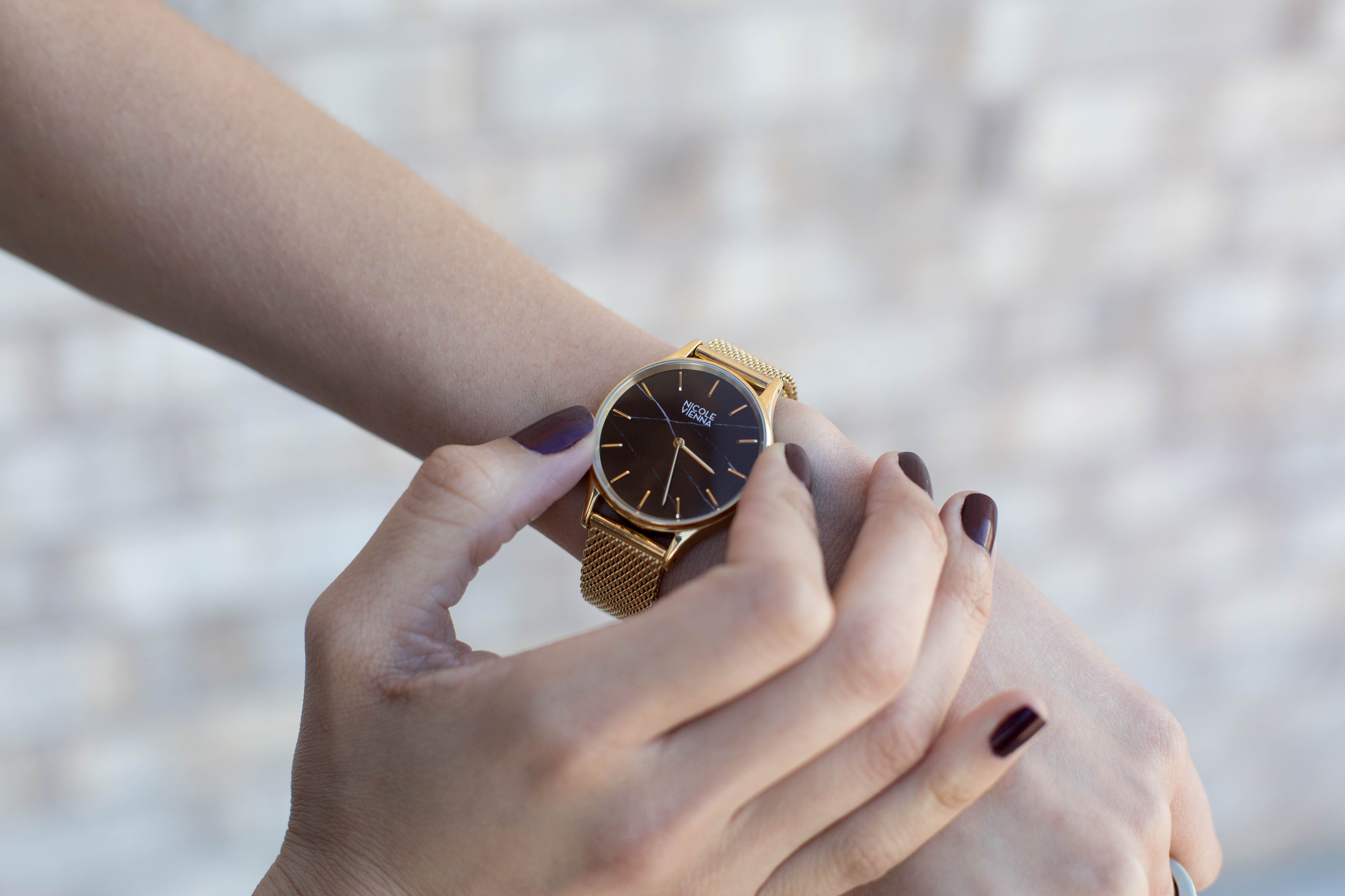 Lifestyle blogger Lilly Beltran of Daily Craving wearing a gold Nicole Vienna watch