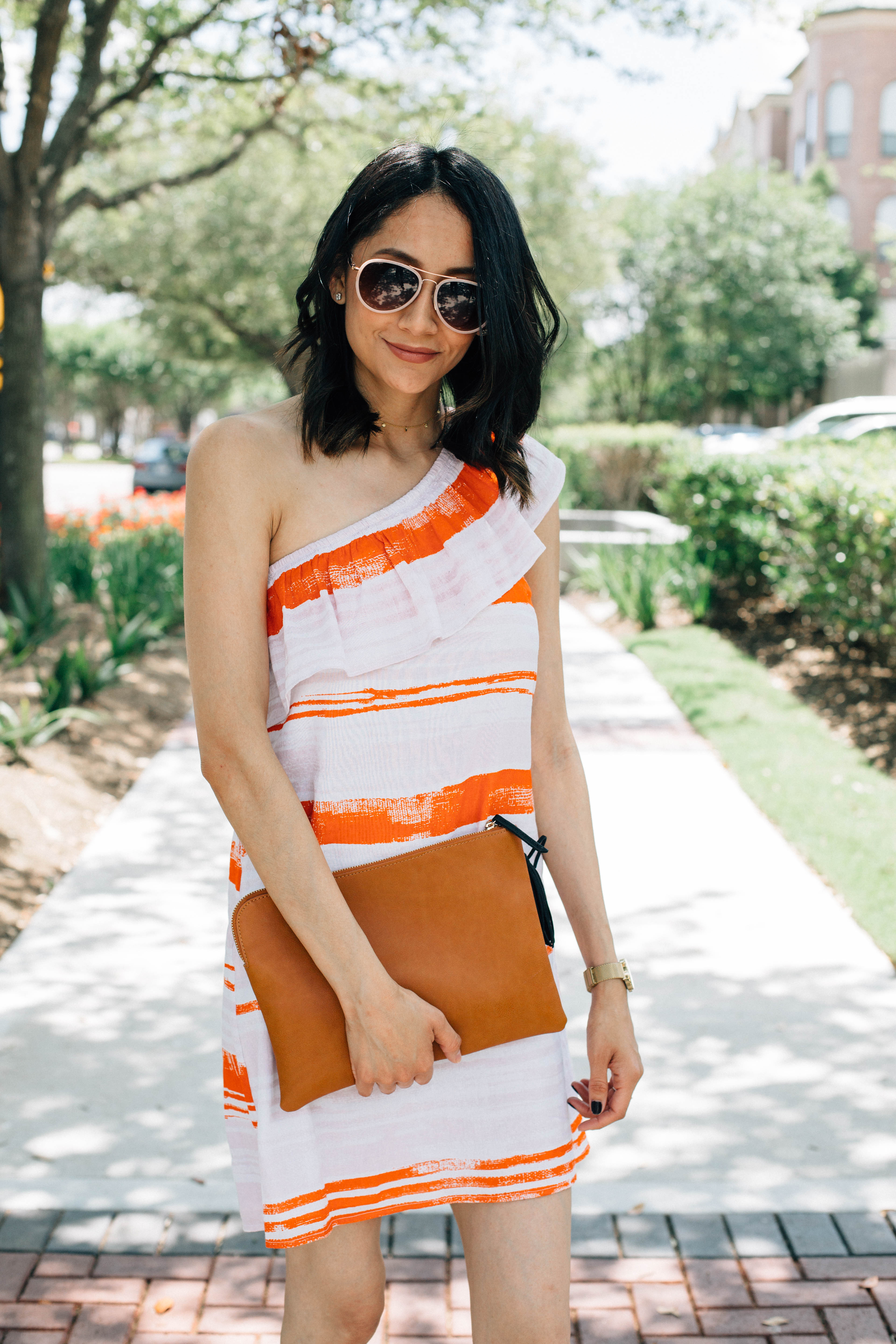 An effortless way to look chic for brunch | One shoulder dress