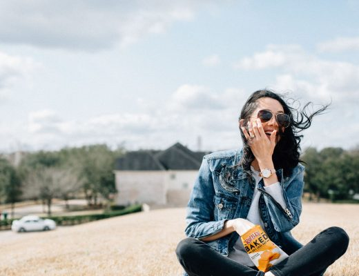 Lilly Beltran of Daily Craving Blog wears the Fossil Q Hybrid Smartwatch