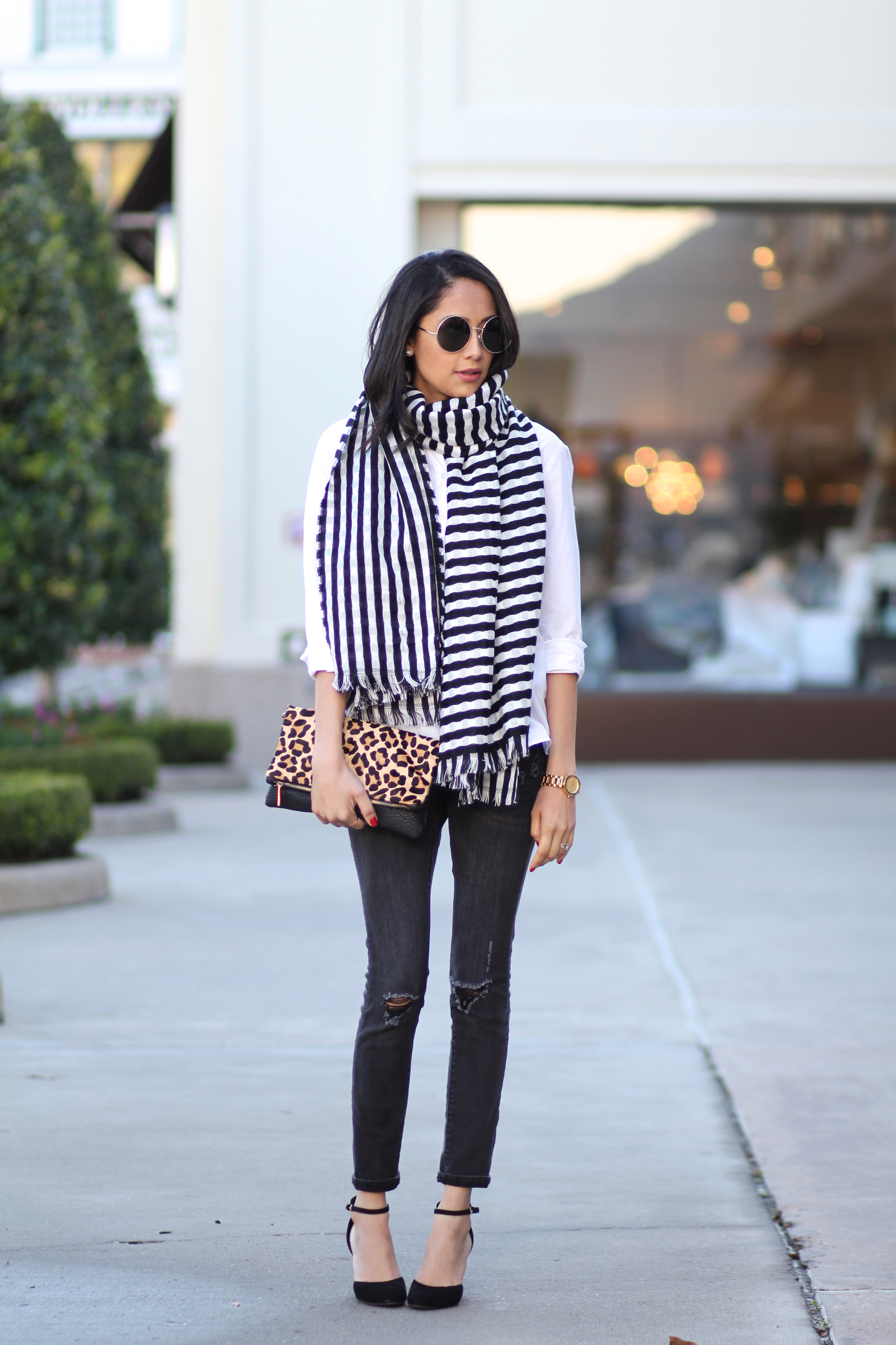 Lifestyle blogger Lilly Beltran in a striped blanket scarf and skinny jeans