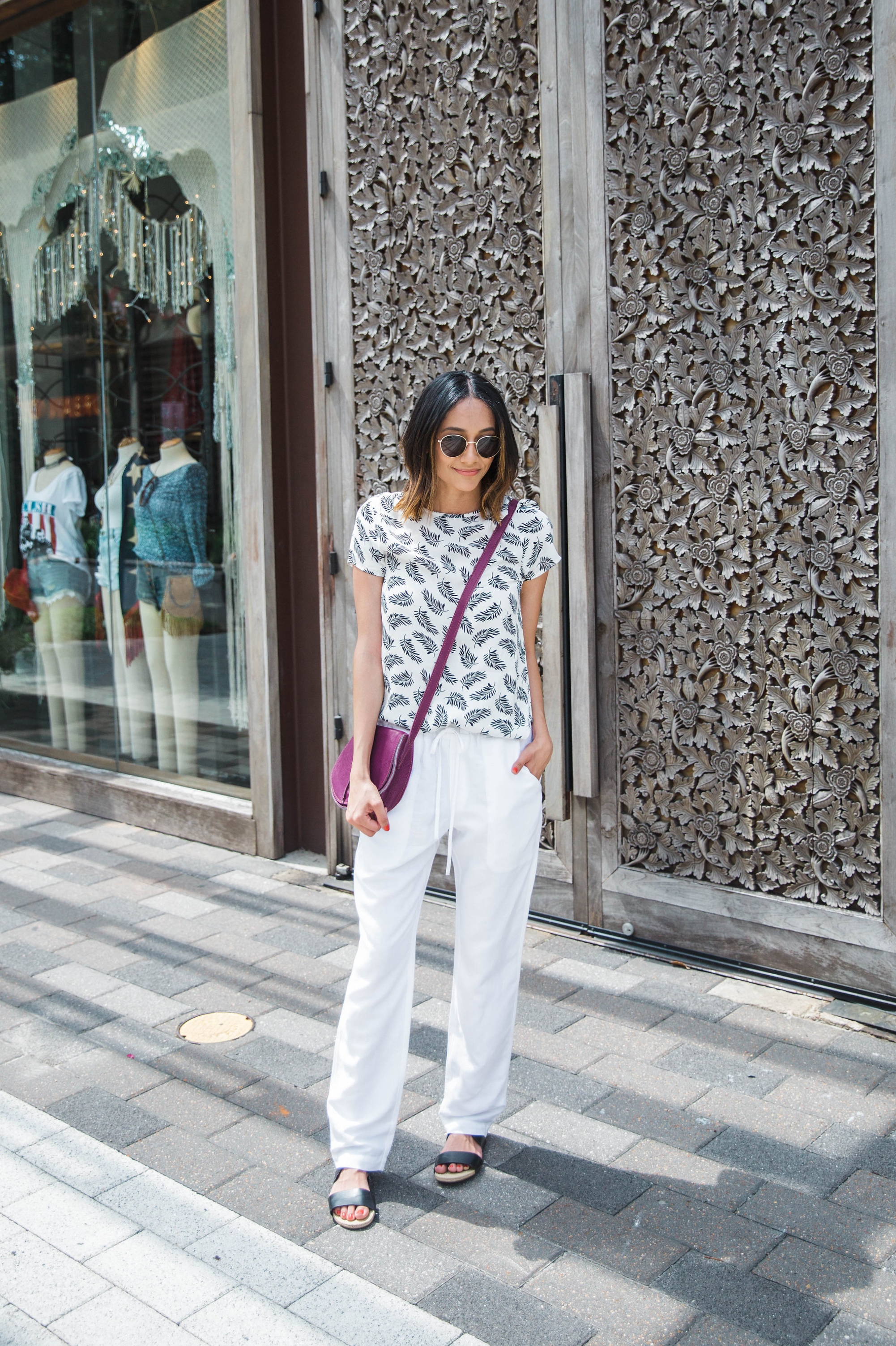 Rocking Summer Whites With A Pop Of Color | White Pants | Saddlebag | Summer Look