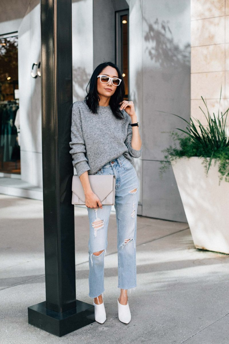 casual fall outfit oversized sweater and vintage denim