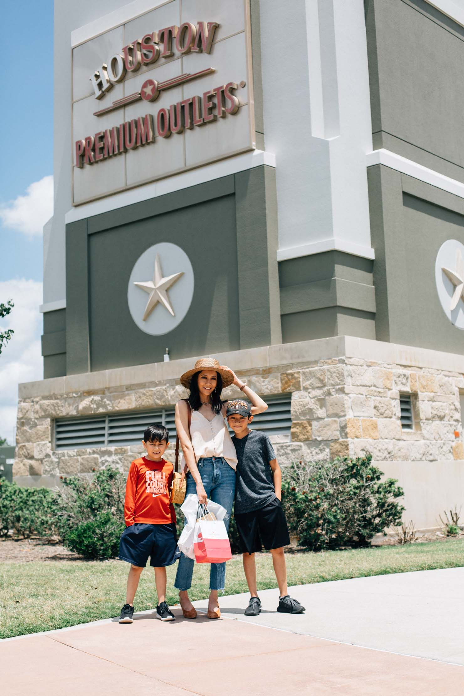 Lilly Beltran of Daily Craving blog stops at Houston Premium Outlets for Mother's Day Shopping