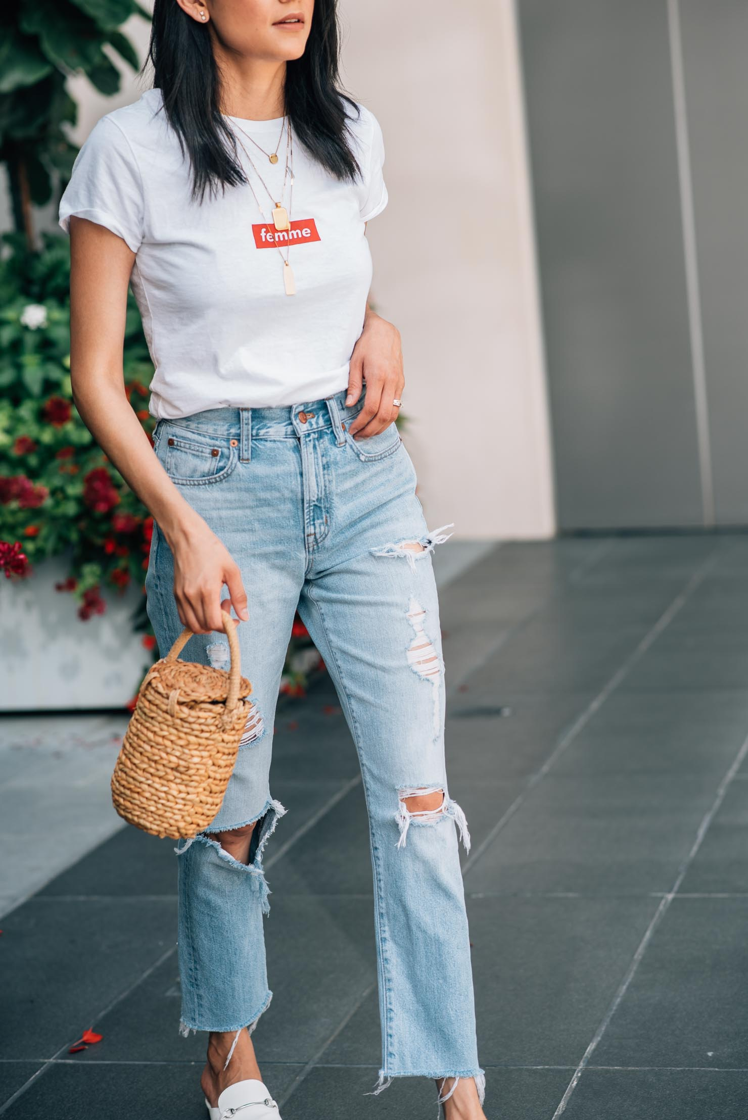 Casual and trendy look | High waisted jeans | street style | Lilly Beltran, fashion blogger