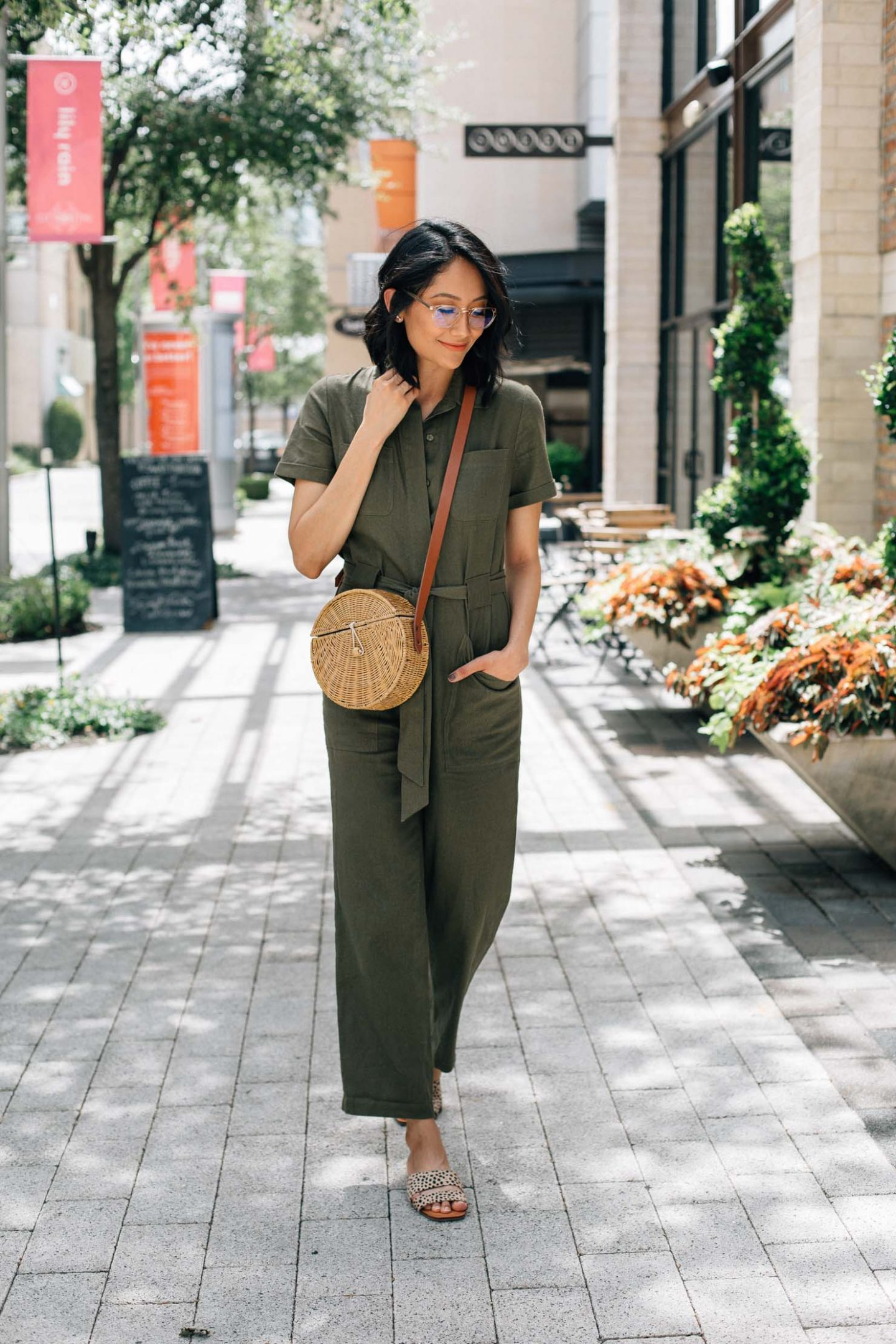Summer Look in a linen jumpsuit | Lilly Beltran, fashion blogger | Street Style | Jumpsuits