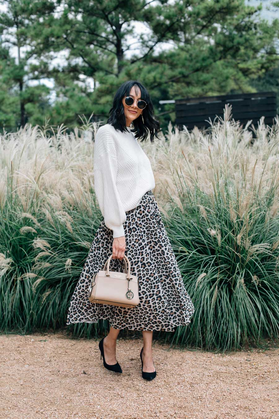 How to wear a leopard print skirt for fall.