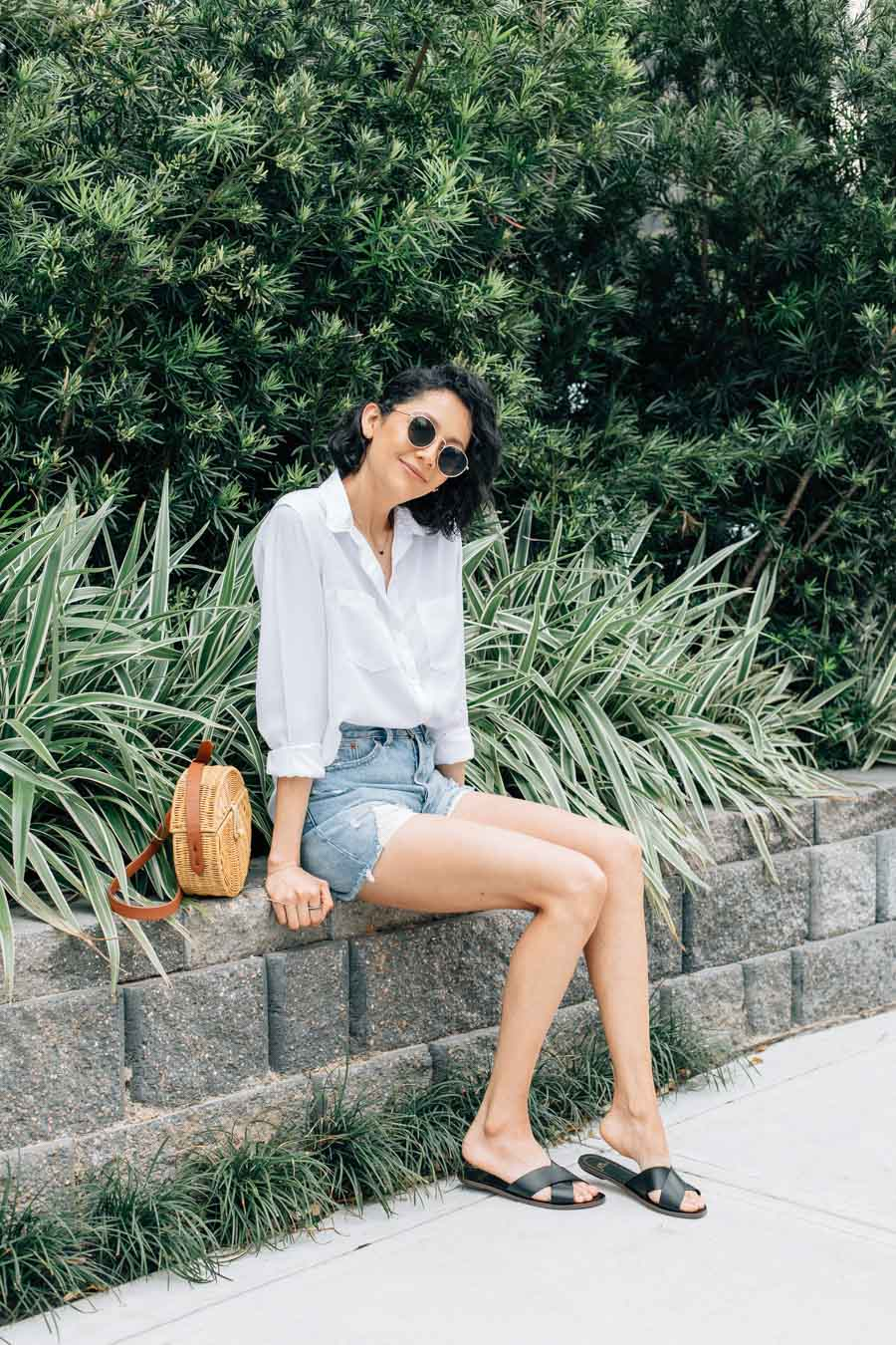 Fashion blogger Lilly Beltran in a classic casual summer outfit.