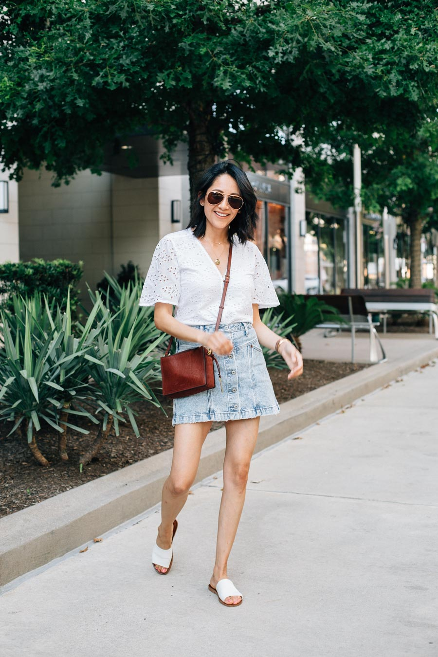 How to wear an acid wash denim skirt for summer