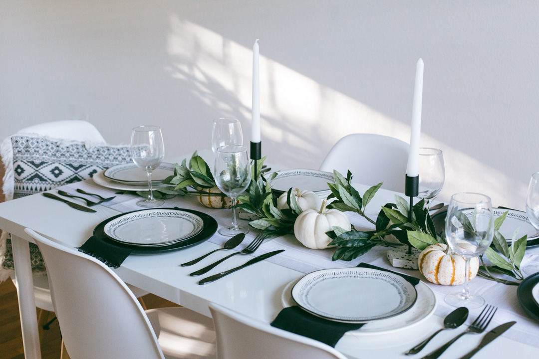 Modern and minimal holiday tablescape inspiration