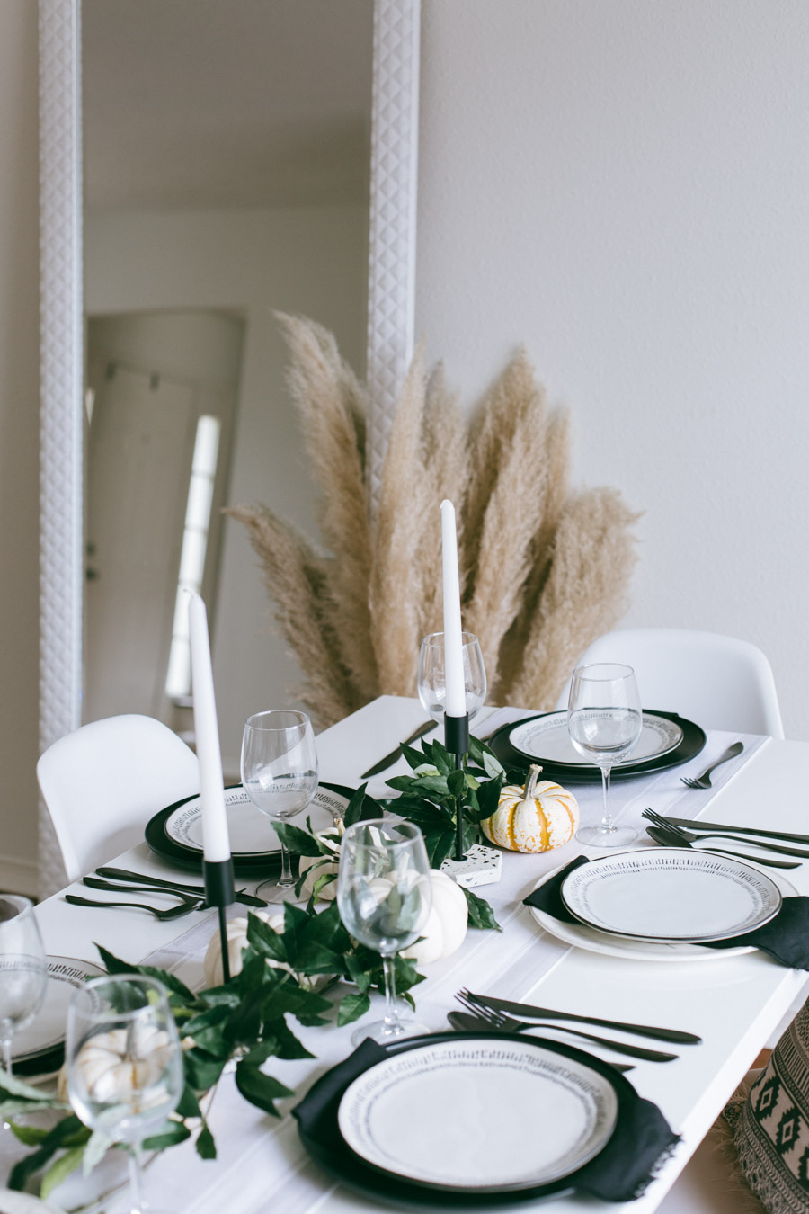 How to create the perfect Thanksgiving tablescape for under $150